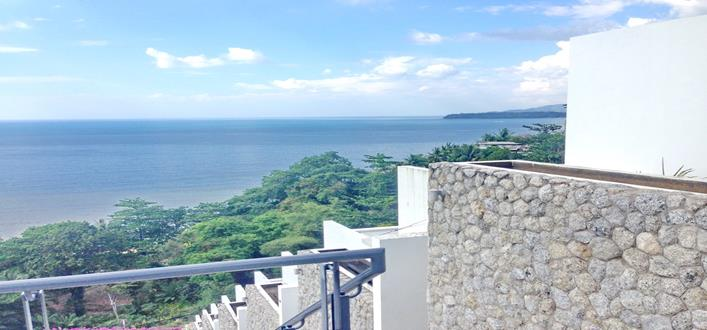 Oceanfront Condo in Kamala for sale